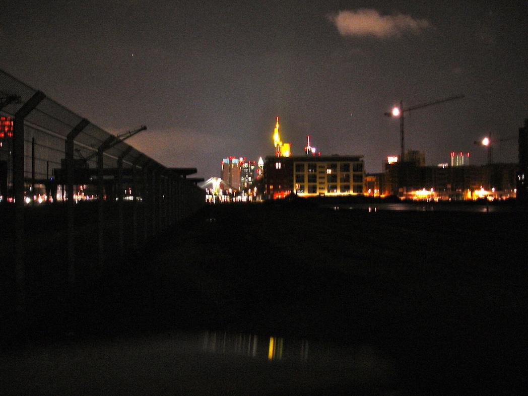 Baustelle in Frankfurt bei Nacht